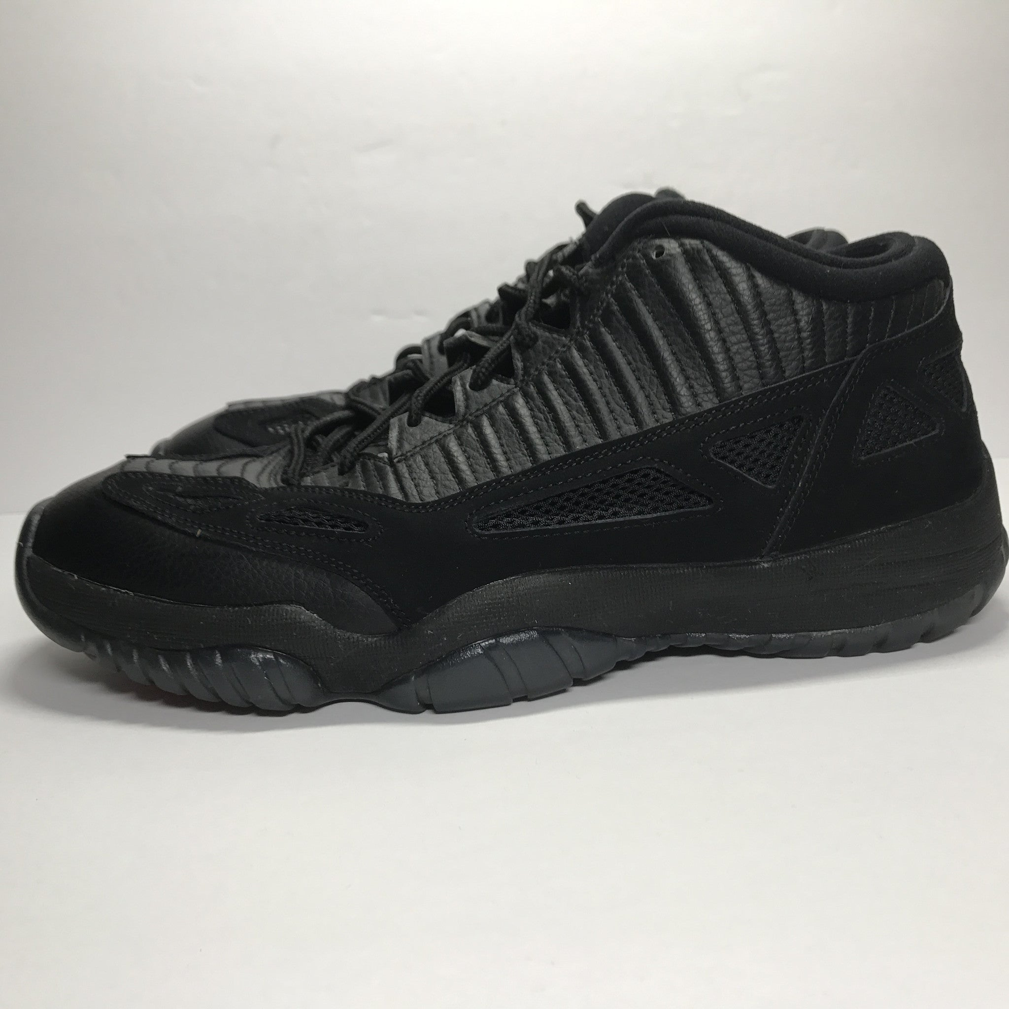 Nike Air Jordan 11 XI Low Referee Size 11.5