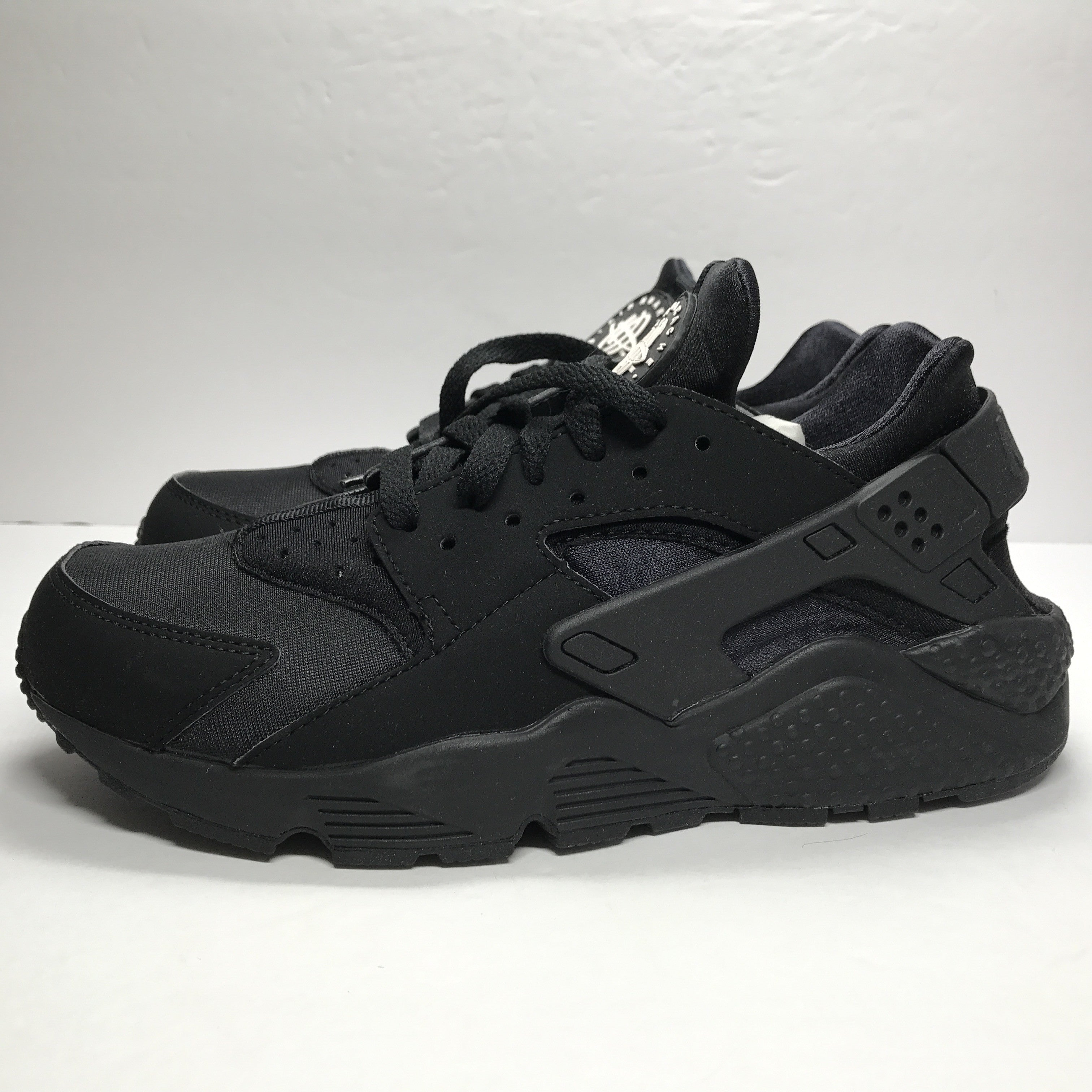 DS Nike Air Huarache Triple Black Size 7.5