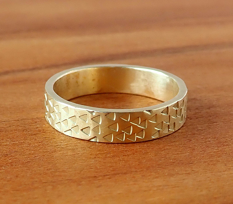 18ct Yellow Gold Punch Ring, Size K1/2