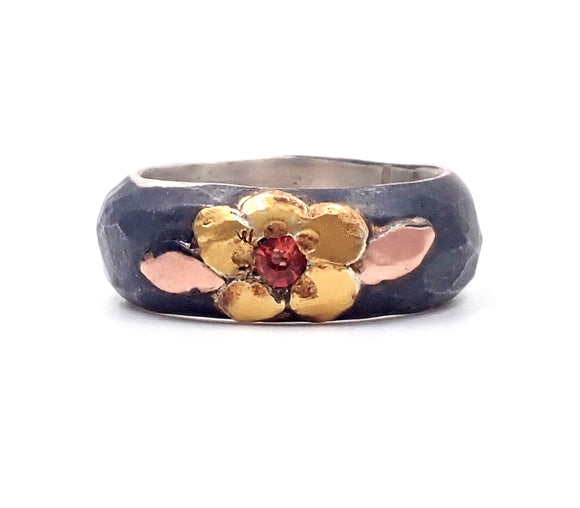 Single Flower Midnight Manuka Ring
