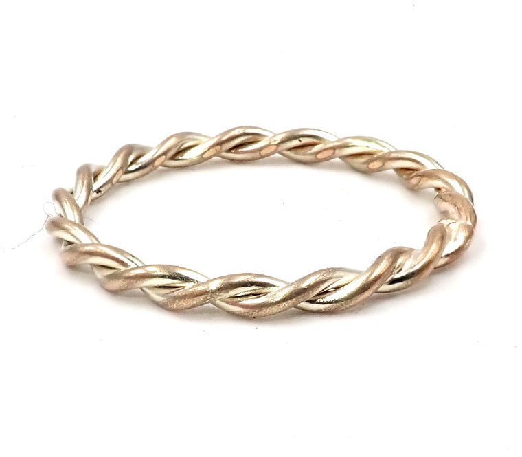 Double Strand Twist Ring