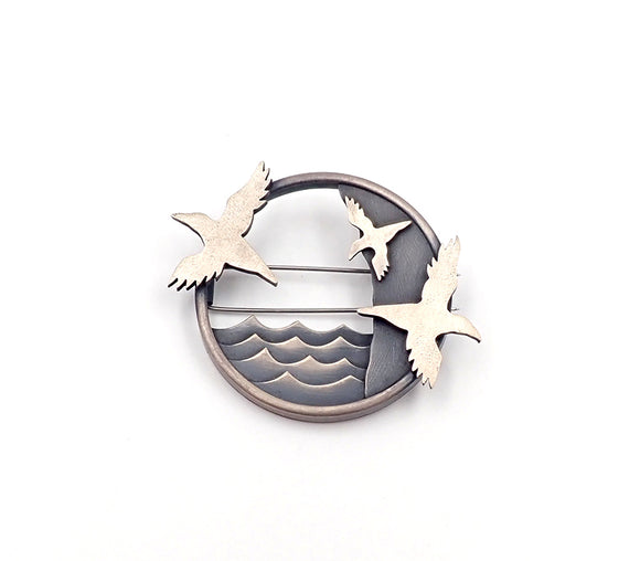 Muriwai gannet brooch Lisa west