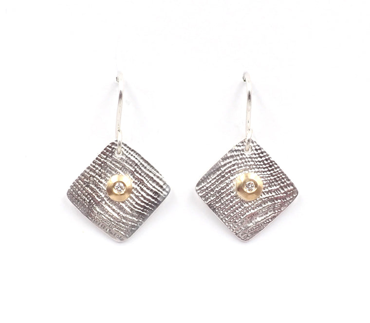 Linen texture diamond earrings