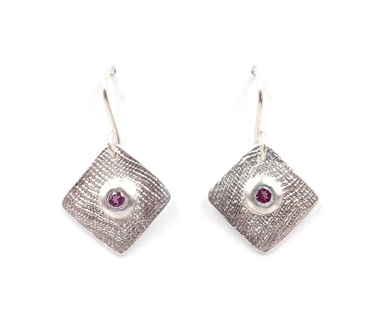 Linen texture garnet earrings