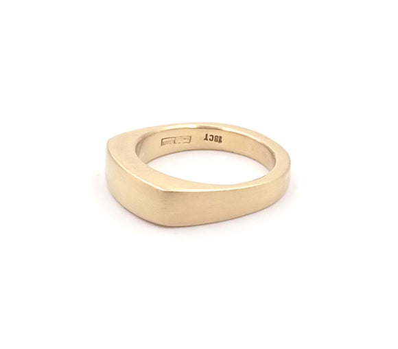 18 carat yellow gold signet ring
