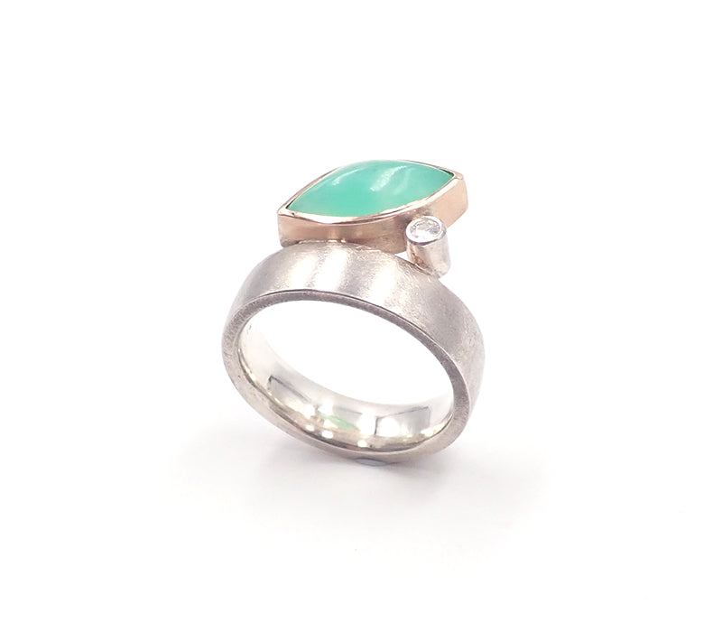 Chrysoprase and moissanite ring