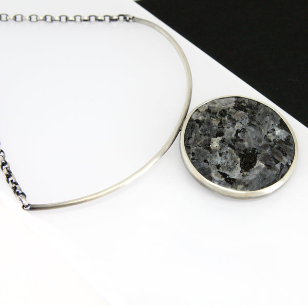 Straight Fracture Necklace