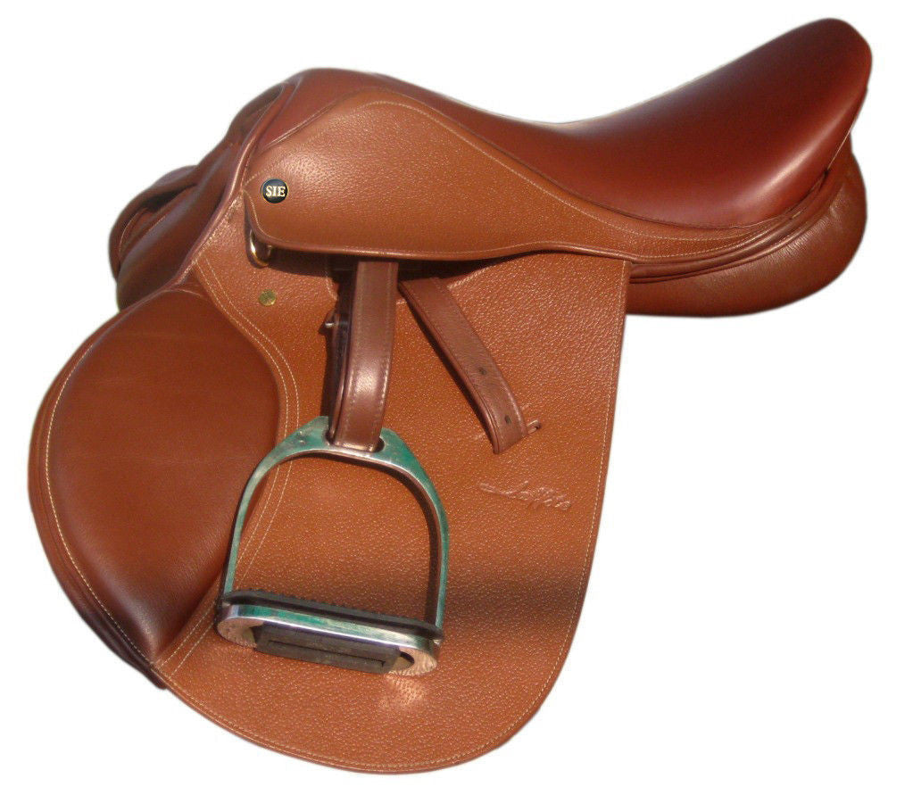 Close Contact Saddle laffite series with soft matching stirrup leathers