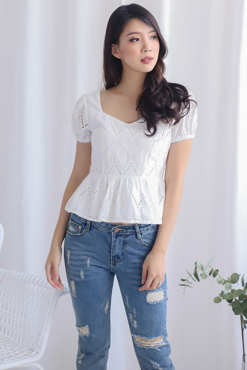 Amie Eyelet Pelum Top In White