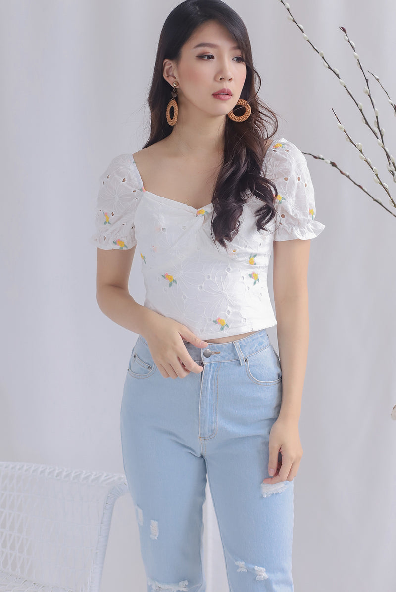 Avei Embro Eyelet Twist Sweetheart Top In White