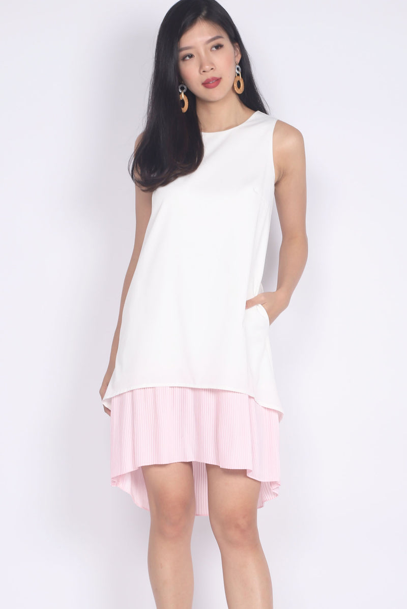 Aymeline Pleated Tiered Hem Dress In White/Pink