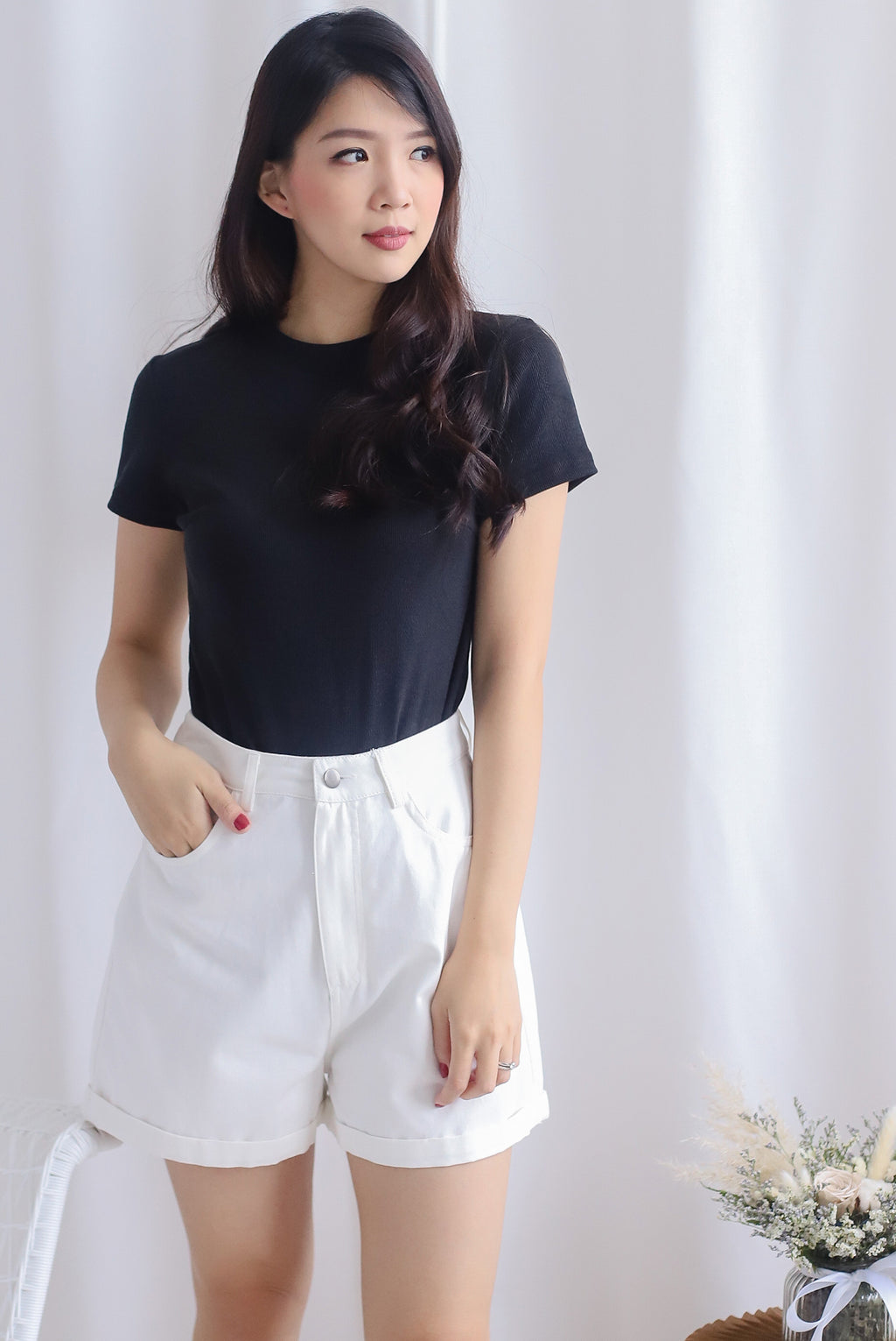Begonia Basic Sleeve Top In Black