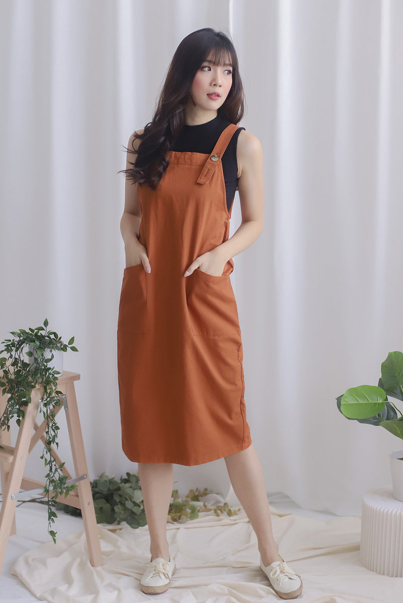 Blyana Dungaree Dress In Brick