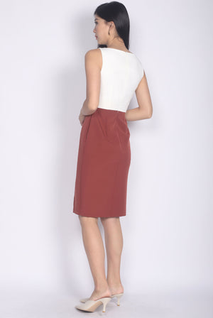 Brynlee Slit Front Pencil Dress In White/Rust