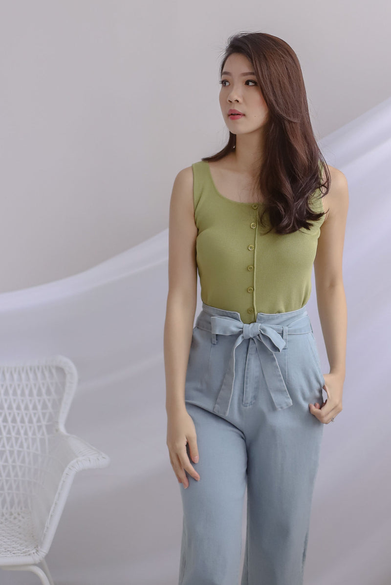 Cally Buttons Tank Top In Apple Green