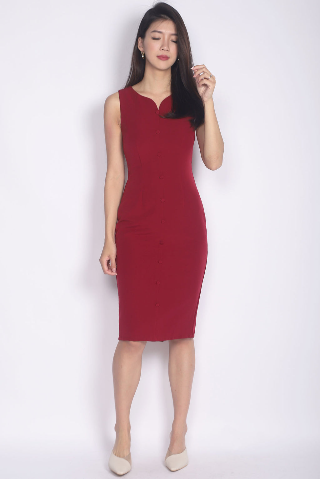 Cameryn Sweetheart Buttons Pencil Dress In Wine Red