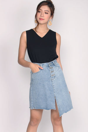 Carrie Buttons Back Top In Black