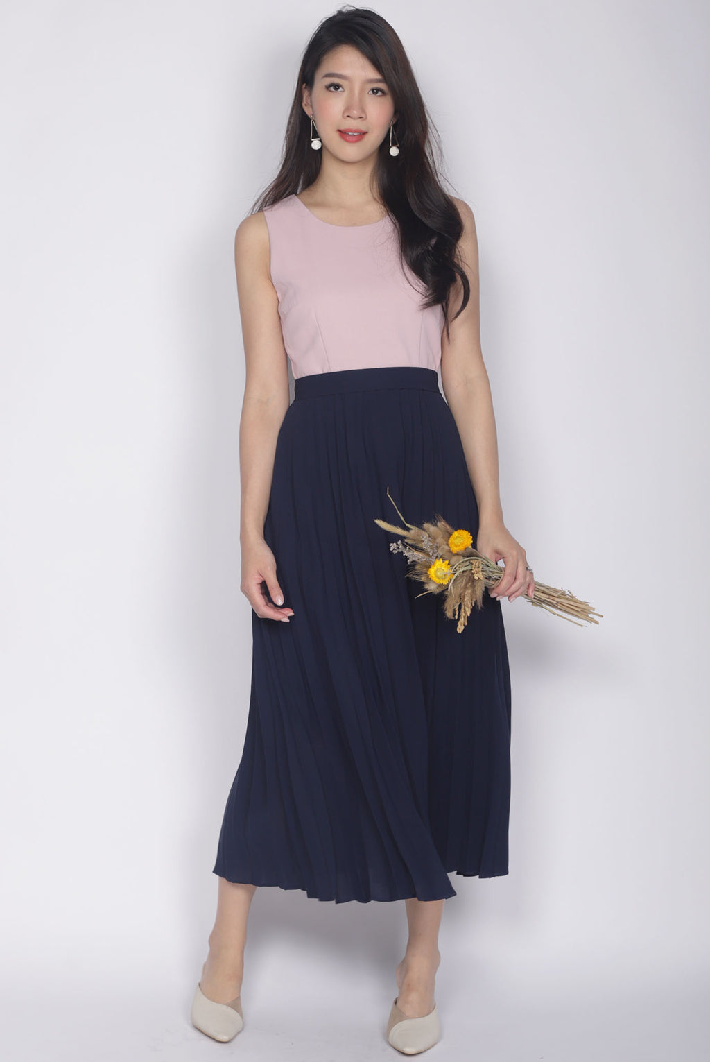 Chaylee Pleated Maxi Dress In Pink/Navy