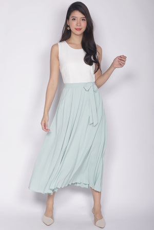 Chaylee Pleated Maxi Dress In White/Mint