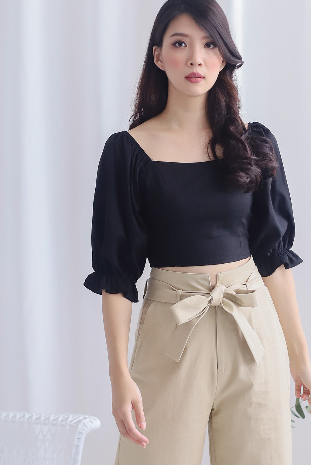 Clancy Puffy Sleeve Top In Black Linen