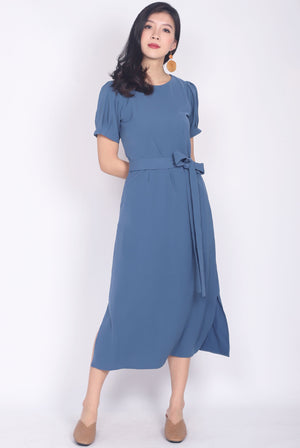 Diviana Sleeved Midi Dress In Ash Blue