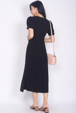 Diviana Sleeved Midi Dress In Black