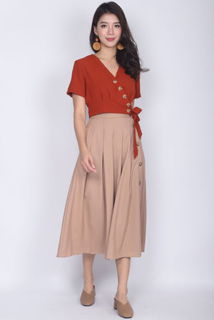 TDC Quorra Buttons Wrap Top In Terracotta