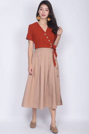 Edaline Buttons Box Pleat Skirt In Beige