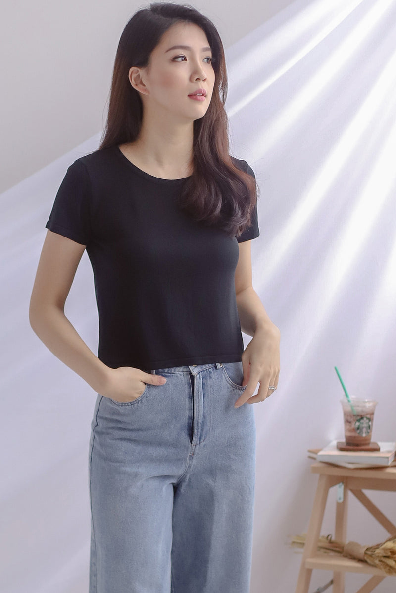 Evey Round Neck Tee In Black