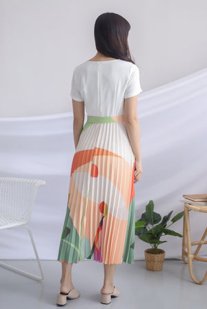 Evren Abstract Sleeved Pleated Dress In White