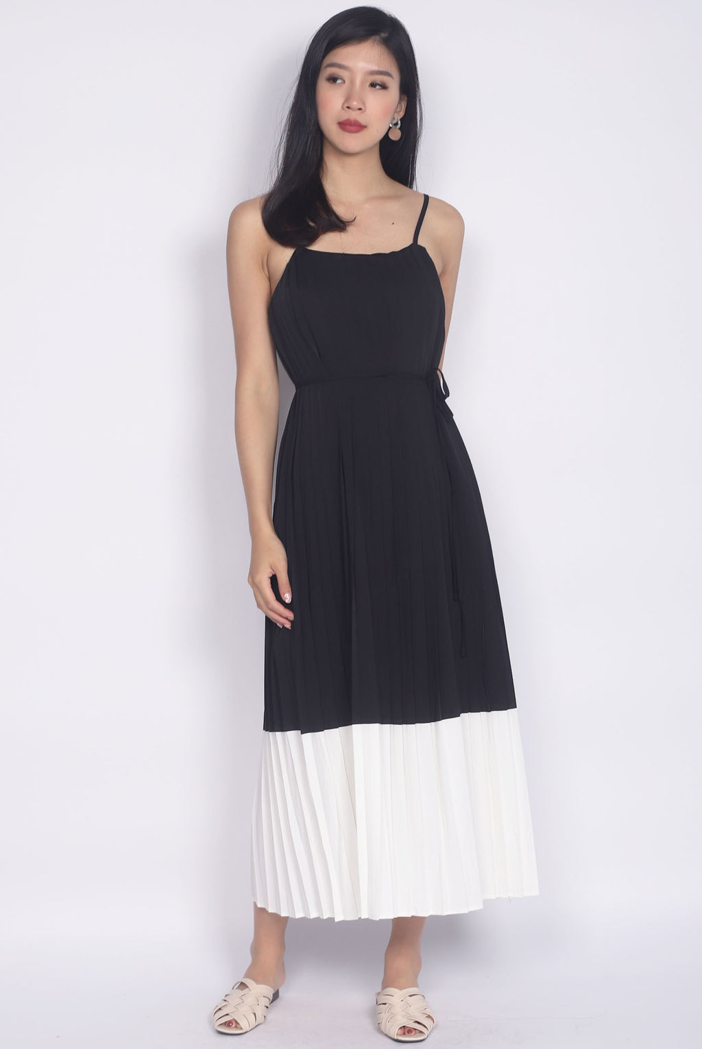 Feyre Pleated Colour Block Maxi Dress In Black/White