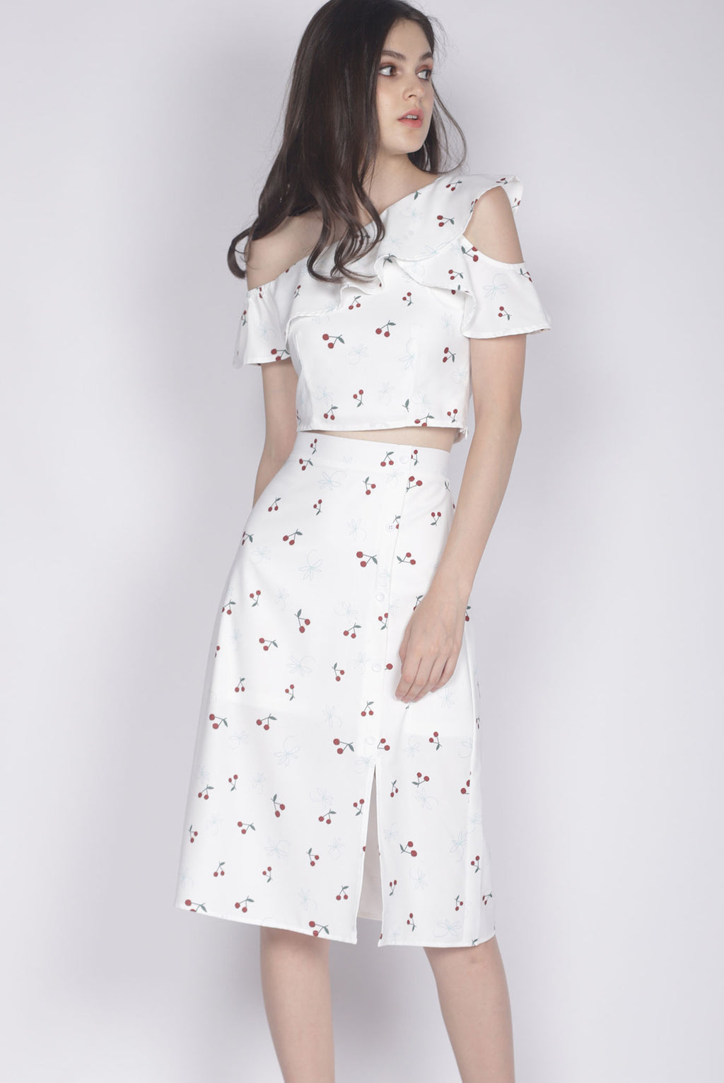 Hattie Buttons Slit Skirt In White Cherries