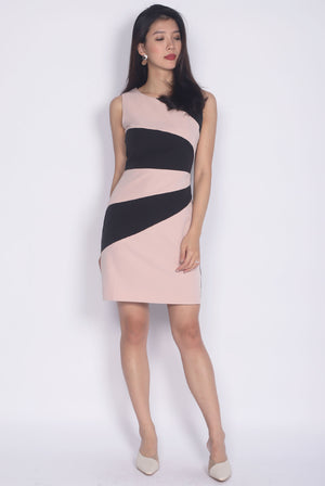 Garcelle Wavy Colour Block Dress In Black/Pink