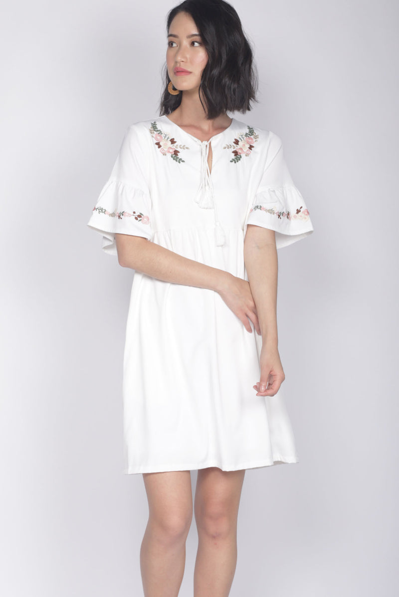 Genoveva Embro Tassel Dress In White