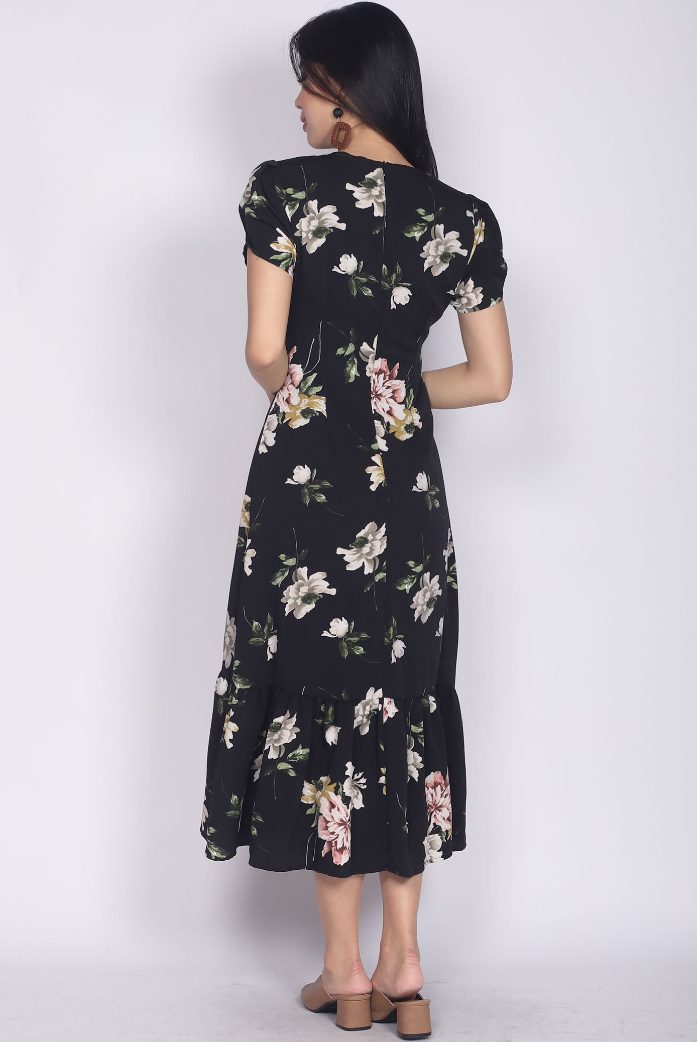 02f8abd8225 Geovana Buttons Slit Mermaid Maxi Dress In Black Floral – The Design ...