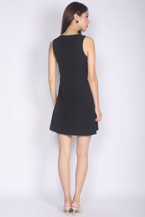 Gusta Classy Pocket A Shape Dress In Black