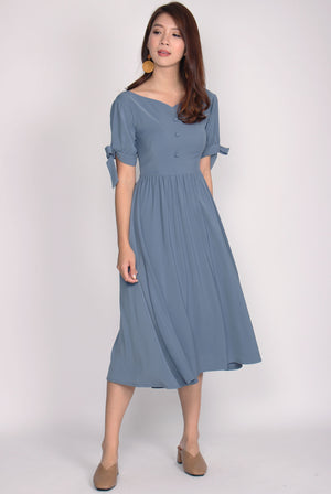 Gwenevere Sweetheart Tie Sleeve Midi Dress In Ash Blue