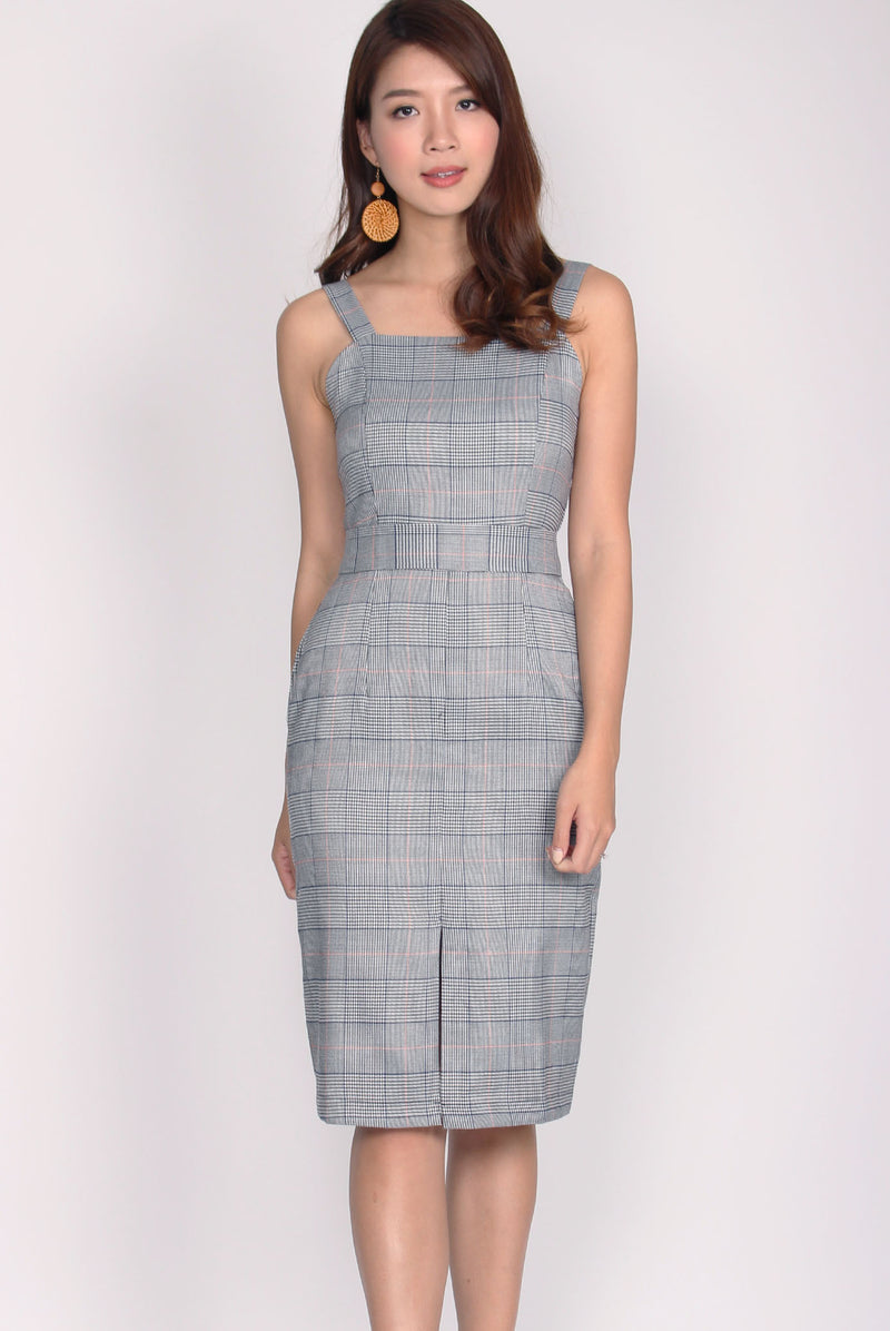 Gytha Center Slit Dress In Navy Plaids