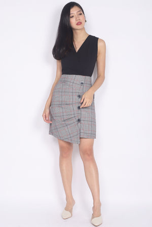 Haldana Ruche Buttons Dress In Black Plaids