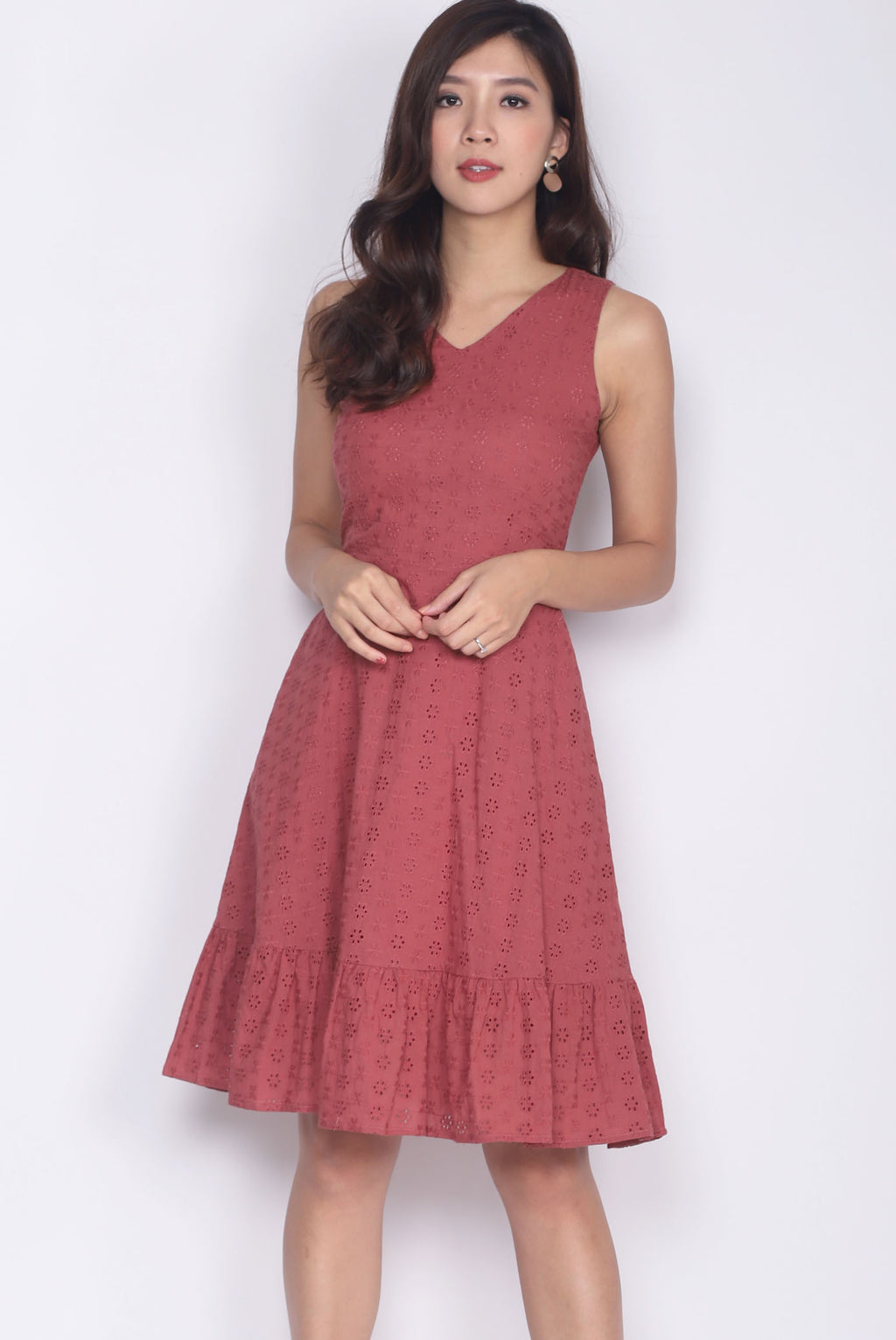 Hattie Eyelet Drop Hem Dress In Tea Rose