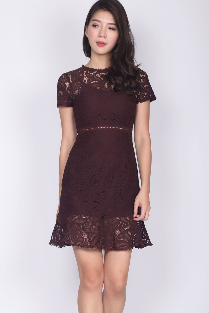 Hesper Trumpet Hem Lace Dress In Deep Wine