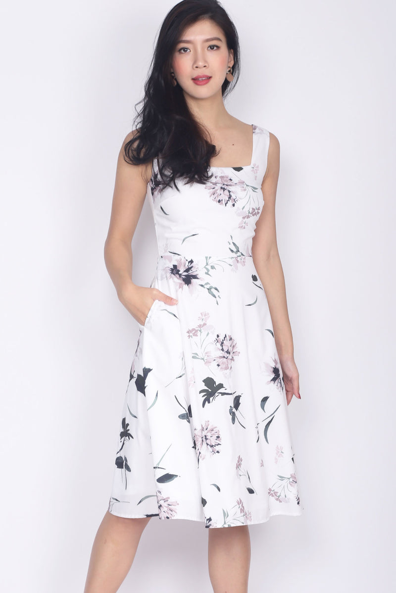 Hiriwa Square Neck Flare Dress In White Floral