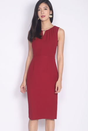 Imogyn V Front Pencil Dress In Wine Red