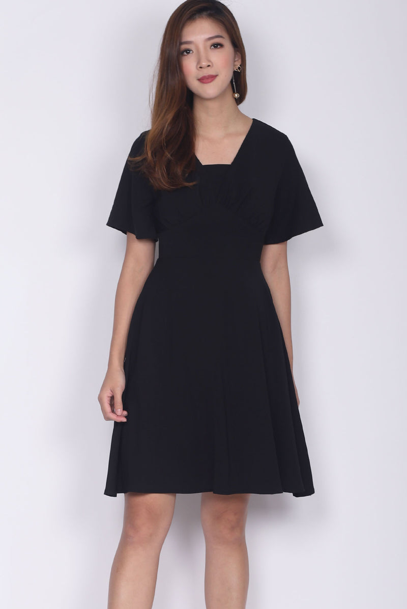 Jacinda Kimono Sleeved Dress In Black
