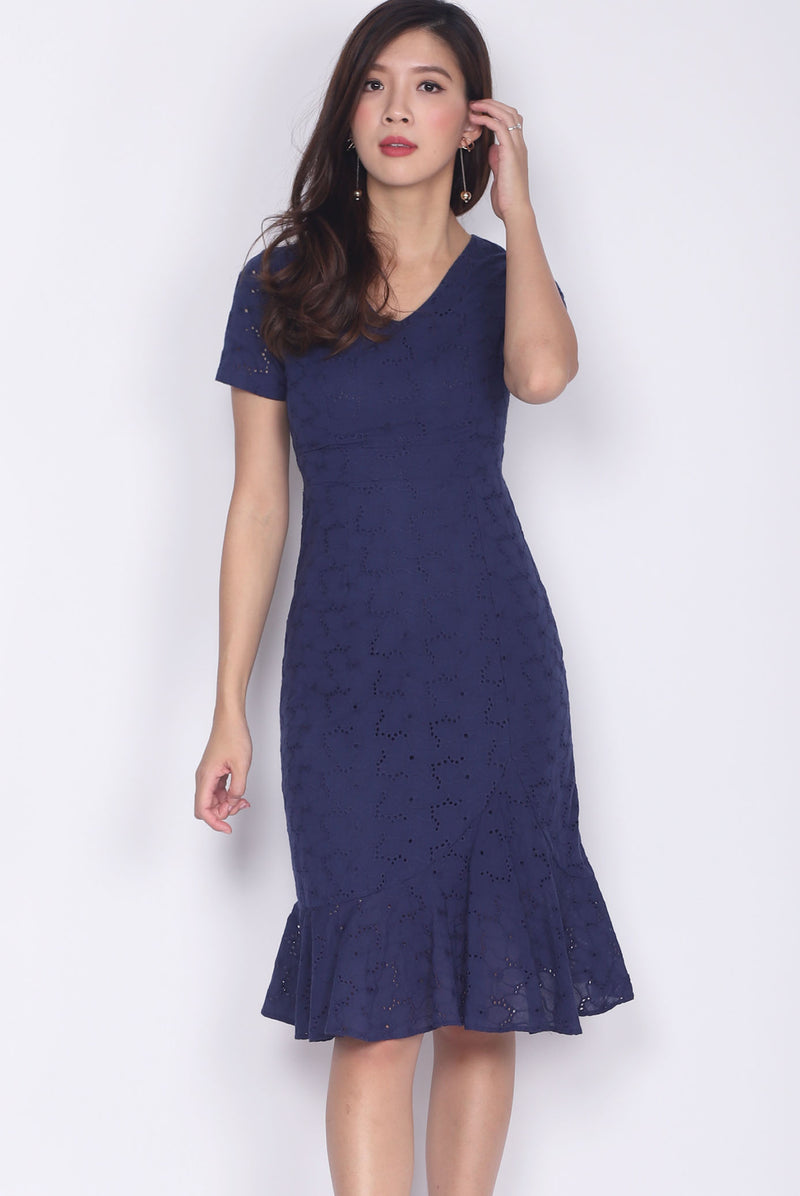 Jadelyn Eyelet Sleeve Mermaid Dress In Navy Blue