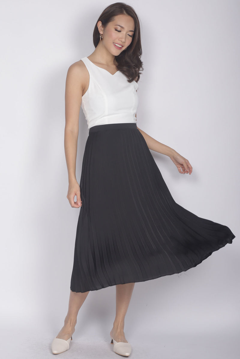 Janiela Pleated Skirt In Black