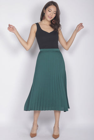 Janiela Pleated Skirt In Forest Green