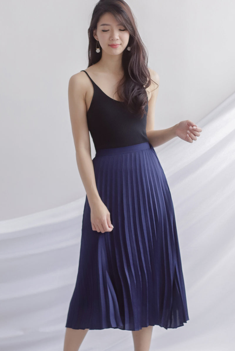 Janiela Pleated Skirt In Navy Blue