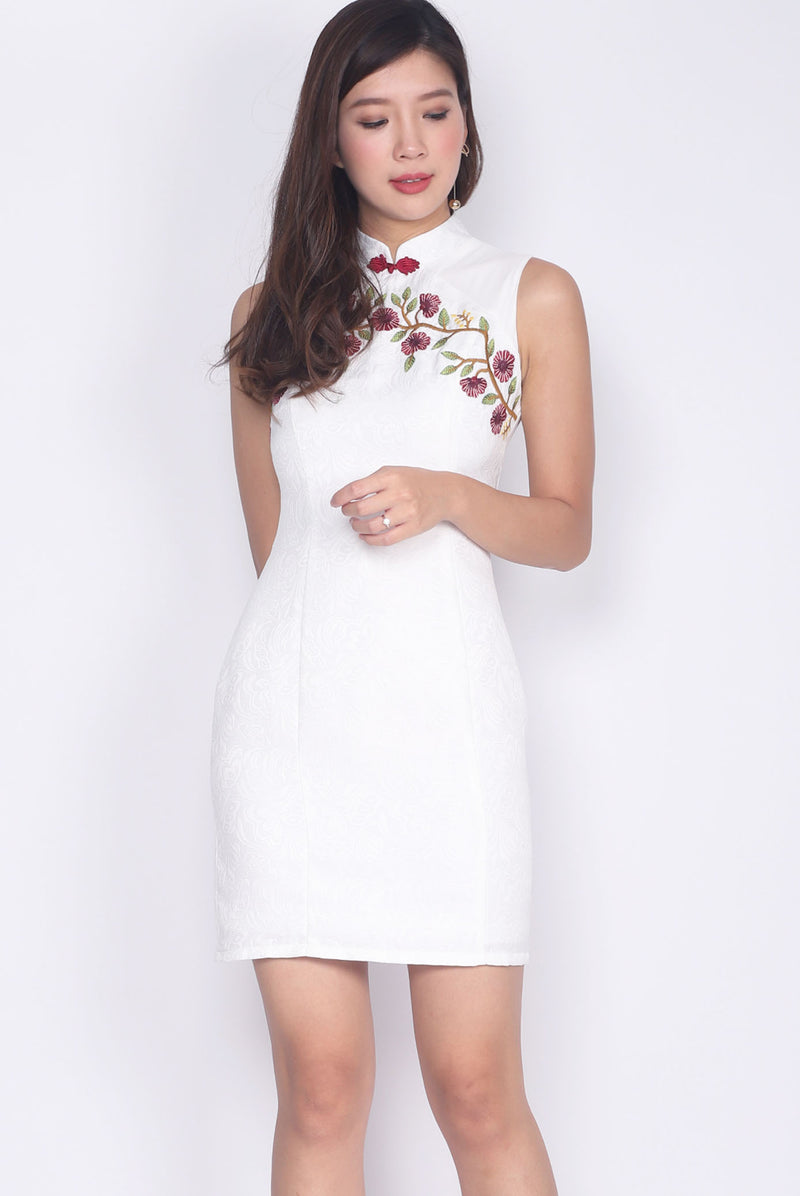 Judith Embro Emboss Cheong Sam Dress In White