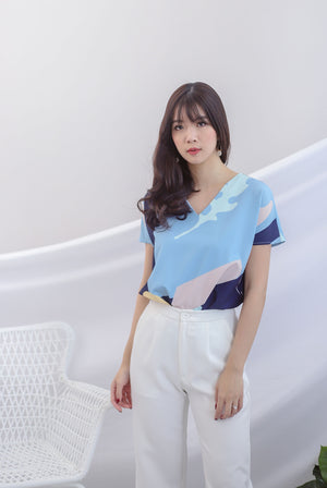 Karla Abstract Sleeved Top In Blue